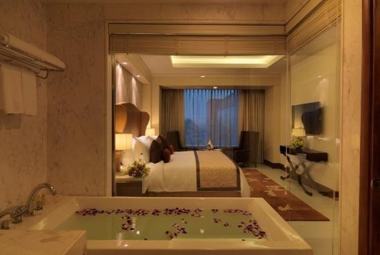 Radisson Blu Agra Taj East Gate Room