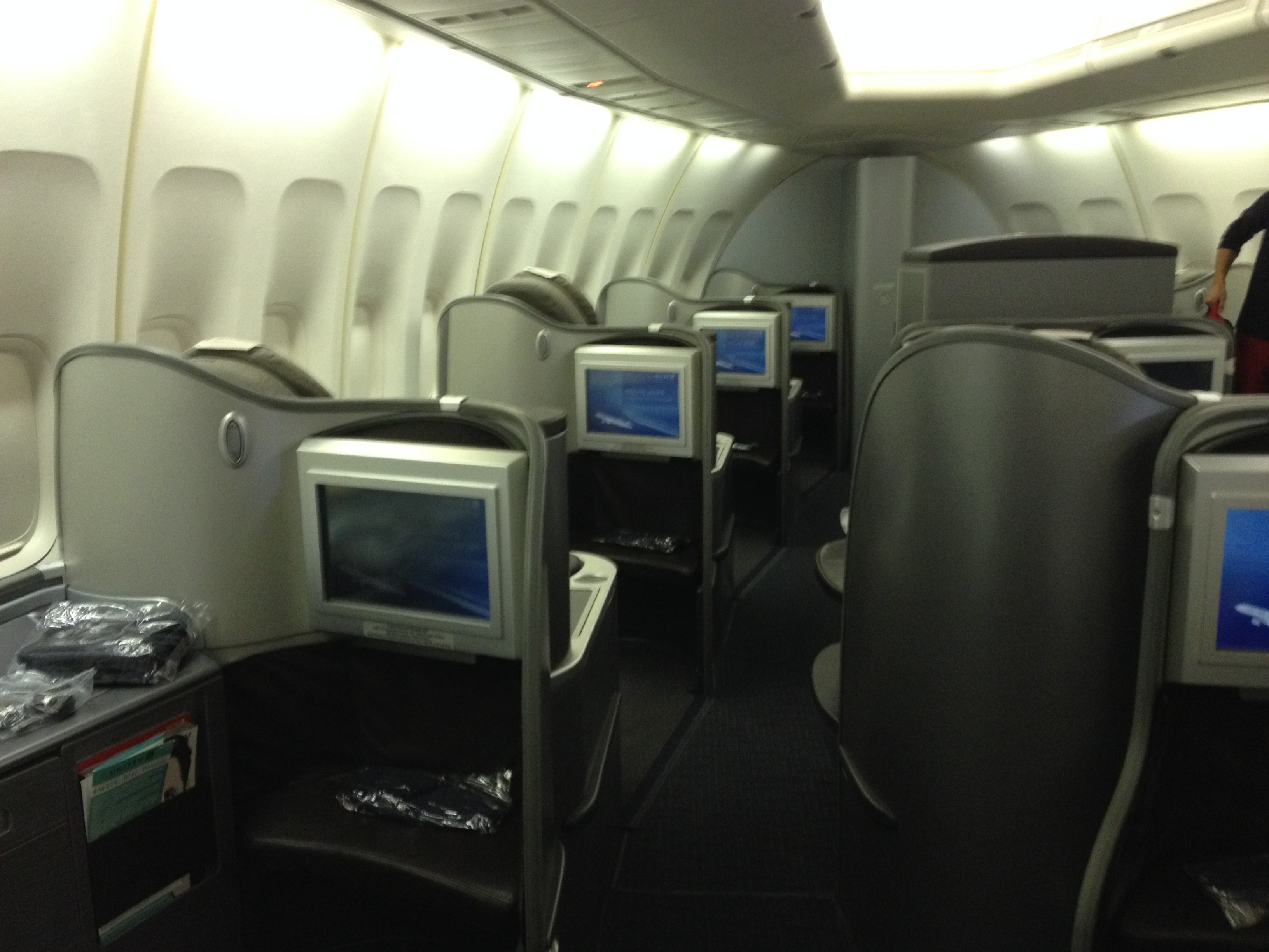 United Airlines First Class Cabin 747 Honolulu Tokyo