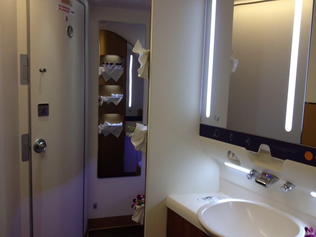 Thai airways first class a380 tokyo to bangkok review for First bathrooms