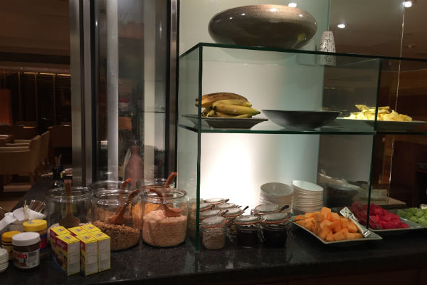 Grand Hyatt Singapore Club Lounge breakfast spread