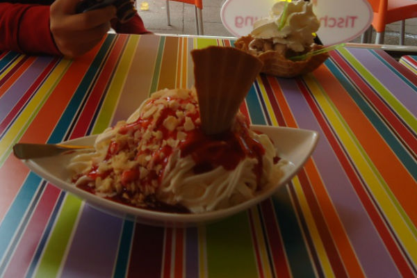 Spaghettieis at Eis Cafe Hille in Hamburg